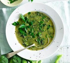 This super healthy soup combines broccoli and kale with ginger. You will enjoy this alkalising green soup so much, that you will return for seconds! Bbc Good Food Recipes, Healthy Soup Recipes, Diet Recipes, Cooking Recipes, Alkaline Recipes, Alkaline Foods, Healthy Dishes, Recipies, Broccoli And Stilton Soup