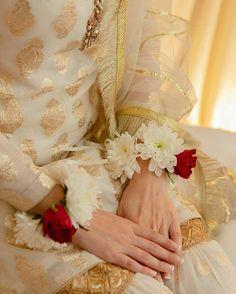 Girl Hand Pic, Girls Hand, Bridal Poses, Wedding Poses, Islamic Girl Images, Asian Bridal Dresses, Prince, Girly Images, Wedding Hands