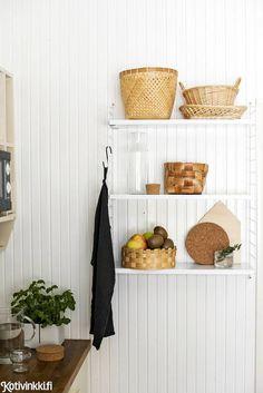 Beautiful Wall, Beautiful Homes, Scandinavian Kitchen, Interior Decorating, Interior Design, Country Kitchen, Kitchen Storage, Kitchen Dining, Dining Room