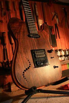 Une Telecaster de chez Mermet Modern. Retrouvez des cours de #guitare d'un nouveau genre sur https://www.mymusicteacher.fr !