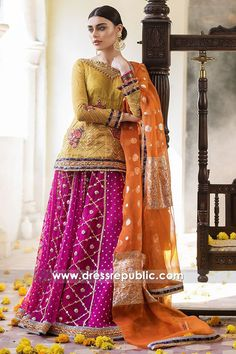 Here is the latest collection of zainab chottani luxury pret formal dresses for women. These can be wear on summer events! Pakistani Mehndi Dress, Bridal Mehndi Dresses, Asian Wedding Dress, Pakistani Formal Dresses, Mehendi Outfits, Pakistani Wedding Outfits, Muslim Wedding Dresses, Pakistani Bridal Dresses, Pakistani Dress Design