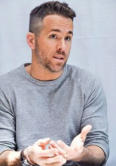 The High and Tight - Ryan Reynolds Best Haircuts Ryan Reynolds Haare, Ryan Reynolds Haircut, Ryan Reynolds Style, Fall Hair Cuts, Short Hair Cuts, Best Short Haircuts, Cool Haircuts, Tom Hardy Haircut, High And Tight Haircut
