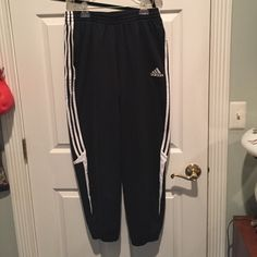 Adidas Sweatpants Ruched at the bottom, great condition Adidas Pants Leggings