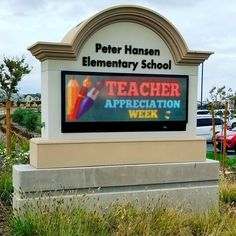 This school in California celebrations Teacher Appreciation Week with its Monument Outdoor LED sign. Changeable Letter Signs, Outdoor Led Signs, Sign Installation, Monument Signs, Center Signs, Exterior Signage, Sign Lighting, School Signs, Teacher Appreciation Week