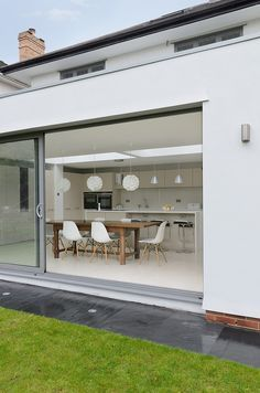 Modern Kitchen Moon Design Build recently extended this single family property located in Bristol, UK - Bright modern residence designed by Moon Design Build. Open Plan Kitchen Living Room, Open Plan Living, Family Kitchen, Nice Kitchen, Minimalism Living, Kitchen Diner Extension, Interior Architecture, Interior Design, Modern Interior
