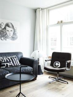 Black&White interior with Pipistrello lamp Living Roon, Simple Living Room, Cozy Living Rooms, Apartment Living, Home And Living, Living Room Decor, Cozy Reading Corners, Interior Architecture, Interior Design