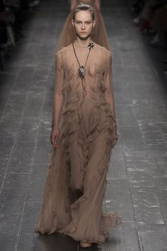 Valentino Fall 2016 Ready-to-Wear Fashion Show - Julie Hoomans [My note: the styling in the entire show is an almost complete distraction from the actual clothing; e.g., it's hard to tell whether this is a gorgeous gown or simply a neutral backdrop for an obtrusive pendant.]