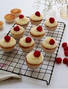 Elderflower and raspberry cupcakes |  #cupcakes #Elderflower #raspberry