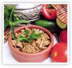 Kuzu Güveç...Kuzu eti, yeşil biber, soğan, sarımsak ve çeşitli baharatla taş fırında pişirilir. Özel güveç kabında servis yapılır.