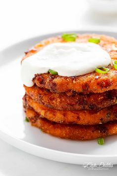 Cheesy Mashed Sweet Potato Cakes are the perfect snack! Cheesy on the inside, so crispy on the outside, and so easy to make! Sweet Potato Fritters, Sweet Potato Pancakes, Potato Cakes, Mashed Sweet Potatoes, Quick Vegan Meals, Healthy Cooking, Sweet Potato Recipes, Veg Recipes, Mozzarella
