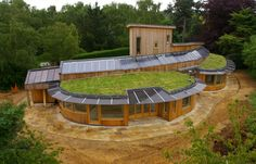 Proving that an earth-sheltered house can still look very modern. A beautiful example of energy efficient design Green Architecture, Sustainable Architecture, Sustainable Design, Architecture Design, Residential Architecture, Contemporary Architecture, Architecture Organique, Earth Sheltered Homes, Earthship Home