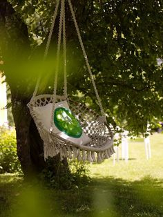 lools like a macramade papasan chair. Garden swing seat - would love this! Outdoor Spaces, Outdoor Living, Outdoor Decor, Outdoor Swings, Summer Garden, Home And Garden, Garden Swing Seat, Garden Swings, Papasan Chair