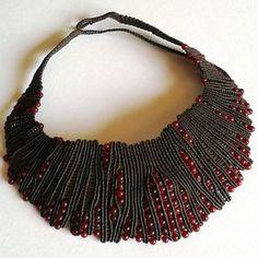 Collana girocollo macrame con perline in vetro di Murano