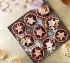 Have yourself a merry low-carb Christmas with these low-carb Christmas mince pies! Pie Recipes, Low Carb Recipes, Dessert Recipes, Cooking Recipes, Keto Desserts, Paleo Baking, Mince Pies, Yummy Food, Eat