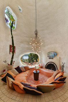 "Hillsborough, CA. ""The Flintstone House"", concrete over rebar & aeronautical balloon. Dream Home Design, House Design, Design Design, Light Design, Casa Dos Hobbits, Flintstone House, Retro Interior Design, Interior Modern, Earthship Home"