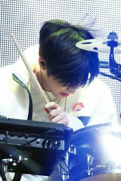 Day6 Dowoon, Bob The Builder, Singer, Beauty, Drum, Korea, Wallpapers, Kpop, Chicken