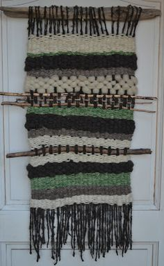 Telares Murales Decorativos Weaving Wall Hanging, Textiles, Weaving Projects, Tapestry Weaving, Crochet Top, Projects To Try, Diy Crafts, Colours, Knitting