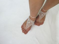 Ravelry: Free Pattern..Lover's Knot Barefoot Sandals pattern by Nez jewelry