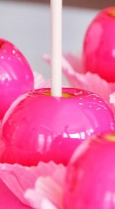 Neon Pink Candy Apples Recipe with Tutorial