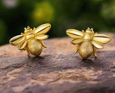 Lotus Fun Real 925 Sterling Silver Bee Earrings Natural Designer Fine Jewelry Cute Gold Honeybee Stud Earrings for Women Ear Jewelry, Jewelry Accessories, Fine Jewelry, Women Jewelry, Fashion Jewelry, Jewellery, Sterling Silver Earrings Studs, Silver Bracelets, 925 Silver