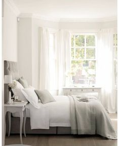Bedroom in gray & white tres' chic.