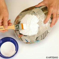 Make a giant papier-mâché Easter egg - Easter tips and tutorials - Your children see Easter bigger, and you wonder how to create a decorated and original Easter egg w - Free To Use Images, Homemade Muesli, Potpourri, Easter Crafts, Easter Decor, Easter Eggs, How To Make, Diy Paper, Smoothie