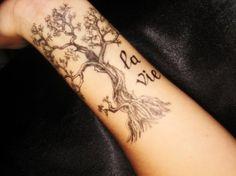 La vie #tattoo #tree #wrists