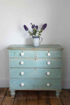 love the patina, the soft color, the white knobs and most of all the little feet.