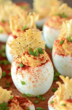 MAMAS DEVILED EGGS WITH A PARMESAN CRISP Really nice recipes.  Mein Blog: Alles rund um Genuss & Geschmack  Kochen Backen Braten Vorspeisen Mains & Desserts!