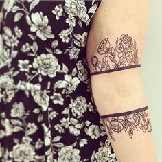April showers, bring Sara more flowers. Pretty flowies armband by @_sarabell_ #littleflowers #armbandtattoo #blackonblack #flowersonflowers