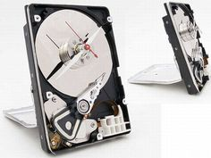 Real 3 inch computer hard drive converted into a desk clock with a quartz drive movement installed. The clock measures roughly x and runs on 1 AA battery. Computer Hard Drive, Computer Art, Electronic Shop, Wall Clock Design, Disco Duro, Diy Clock, Gifts For Office, Diy Recycle, Special Gifts