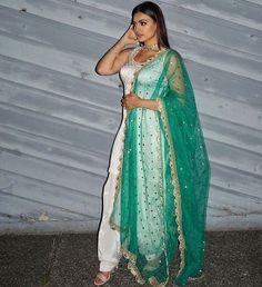 Details about punjabi wedding wear silk salwar kameez embroidery dupatta patiala suit fabric Indian Bridal Wear, Indian Wedding Outfits, Pakistani Outfits, Indian Wear, Indian Outfits, Indian Suits Punjabi, Punjabi Wedding Suit, Indian Attire, Indian Anarkali