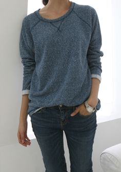 Casual, simple and beautiful - sweatshirt, jeans, watch