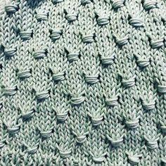 How to knit the Estoninan Button Stitch Types Of Knitting Stitches, Knitting Stiches, Knitting Kits, Loom Knitting, Knitting Patterns Free, Crochet Stitches, Hand Knitting, Stitch Patterns, Knitting Tutorials