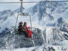 Des skieurs heureux à Courchevel, France.