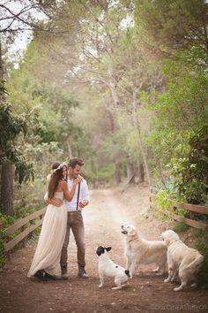 Una boda boho en el bosque con mascotas