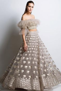 Engagement/Sagan Outfit Inspirations for Every Kind of Bride Out There! Engagement/Sagan Outfit Inspirations for Every Kind of Bride Out There! Indian Gowns Dresses, Indian Fashion Dresses, Indian Designer Outfits, Pakistani Dresses, Designer Dresses, Indian Fashion Trends, 60 Fashion, Womens Fashion, Indian Wedding Outfits