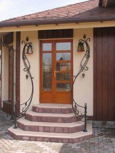 Fotky na stěně Alexandera Railing Design, Stair Railing, Exterior Doors, Entry Doors, Front Doors, House Awnings, Style Cottage, Wrought Iron Decor, Iron Furniture