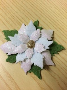 Risultati immagini per stella di natale gomma crepla Felt Christmas, Christmas Crafts, Merry Christmas, Christmas Decorations, Xmas, Holiday Decor, Crafts For Kids, Diy Crafts, Clay Ornaments