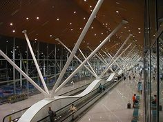 Kuala Lumpur International Airport in Malaysia is one of the major airports of South East Asia International Airlines, International Airport, Kisho Kurokawa, Places To Travel, Places To Visit, Airport Design, Roof Structure, Entrance Design, Architectural Elements