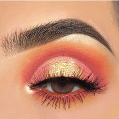 Eye makeup can easily complement your natural beauty and also make you look incredible. Find out the correct way to use make-up so that you are able to show off your eyes and make an impression. Learn the very best tips for applying make-up to your eyes. Coral Makeup, Pink Eye Makeup Looks, Colorful Eye Makeup, Eye Makeup Art, Eye Makeup Tips, Smokey Eye Makeup, Cute Makeup, Makeup Goals, Makeup Inspo