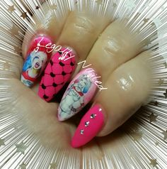 Harley quinn nails suicide squad Pointed Nails, Stiletto Nails, Toe Nails, Black Nail Designs, Gel Nail Designs, Pedicure Designs, Great Nails, Cool Nail Art, Maquillage Harley Quinn