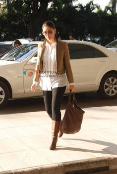 big glasses, comfortable boots..  http://cdn.koimoi.com/wp-content/new-galleries/2011/02/Kareena-Kapoors-Stylish-Travel-01.jpg