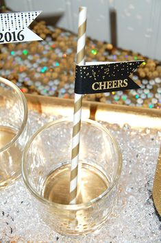 Free NYE 2016 Cheers Straw Flag Printables on www.prettymyparty.com