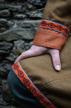 I really love the woven band/silk combo. could try it with braided bands too. Viking Garb, Viking Reenactment, Viking Dress, Viking Costume, Norse Clothing, Medieval Clothing, Historical Costume, Historical Clothing, Tablet Weaving Patterns