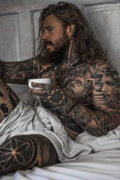Long Hair With Medium Full Beard Style For Men - There is something about full beards, long hair, and tattoos that really make the ladies go crazy. Arte Assassins Creed, Sexy Tattooed Men, Bearded Tattooed Men, Hot Guys Tattoos, Men Tattoos, Life Tattoos, Beard Boy, Men Beard, Hot Guys Beard