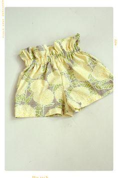Best 12 The Sun Flare Ruffle Top Floral Cotton Girls Shorts by Fleur + Dot Baby Girl Fashion, Toddler Fashion, Kids Fashion, Fashion Outfits, Short Niña, Short Girls, Top Girls, Little Girl Dresses, Girls Dresses