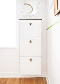 We just can't get enough of IKEA hacks! Today's roundup is dedicated to the best IKEA shoe cabinet hacks – let's style your entryway at its best without sacrificing the space. Shoe Rack Hacks, Ikea Bissa, Ikea Shoe Cabinet, Slim Shoe Cabinet, Shoe Cabinets, Wood Shoe Storage, Bench Storage, Food Storage, Billy Regal