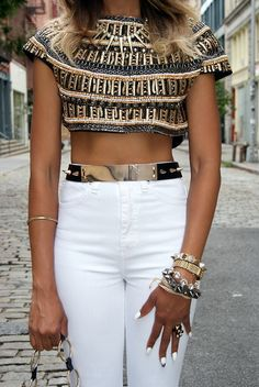 Sexy embellished crop top with white skinny jeans and look at those gold accessories! by Celia Maria Garcia Fashion Mode, Look Fashion, Womens Fashion, Fashion Trends, Ladies Fashion, Trendy Fashion, Trendy Style, Fashion Styles, Dress Fashion