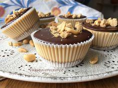 Recept Mini cheesecakes s burákovým máslem Mini Cheescake, Dessert Recipes, Desserts, Cake Recipes, Mini Cupcakes, Cheesecakes, Sweets, Baking, Breakfast